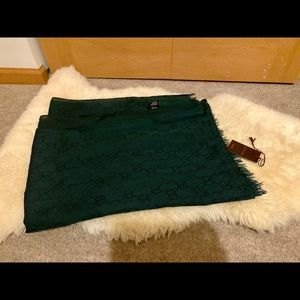 Authentic Gucci scraf/stole dark green